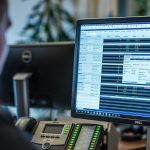 Jak kupić akcje: 11 niezbędnych wskazówek inwestycyjnych w akcje dla początkujących | LYNX