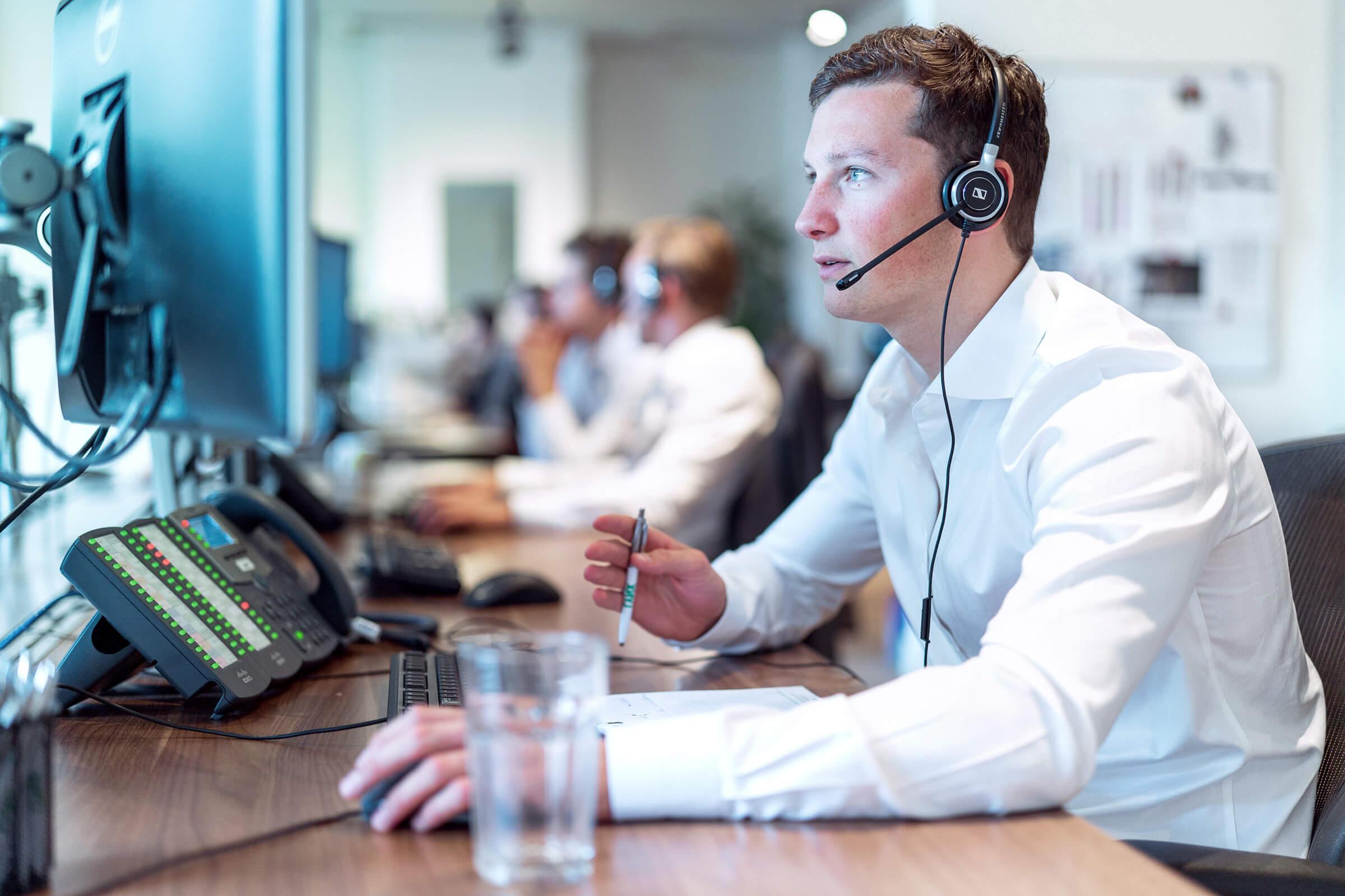 Przeszkolony personel odpowiadający na pytania inwestycyjne klienta LYNX