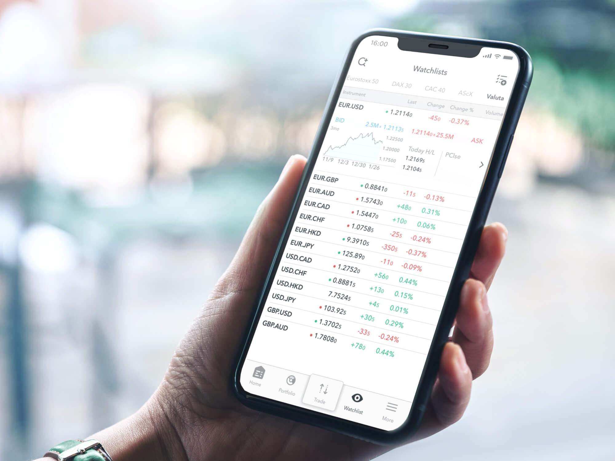 Urządzenie mobilne z obserwowaną listą wybranych par walutowych