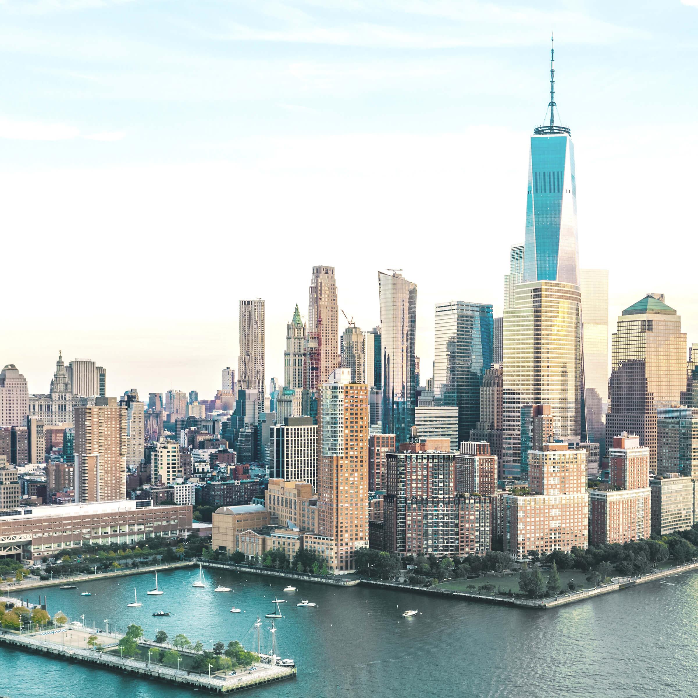 Widok na Freedom Tower na Manhattanie, gdzie znajduje się Wall Street